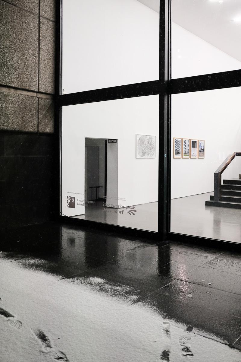 Aussenansicht Kunsthalle Düsseldorf, Ausstellung Marcus Schwier